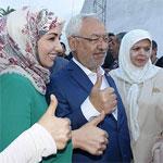 Ghannouchi et sa famille arrivent au bureau de vote