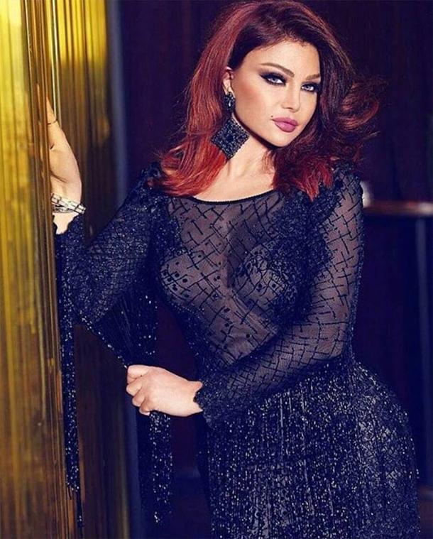 En photo : Haifa Wehbe en couverture d'un magazine avec une robe signée Ali Karoui
