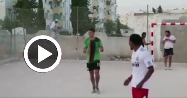 En vidéo : Hatem Ben Arfa 'Ykawer' dans un quartier de la Tunisie
