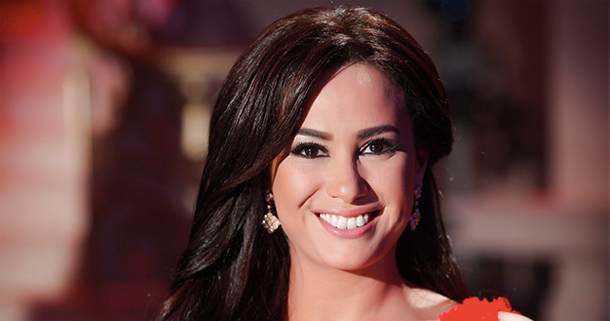 En photo : Hend Sabri dans une jolie robe signée Soltana…
