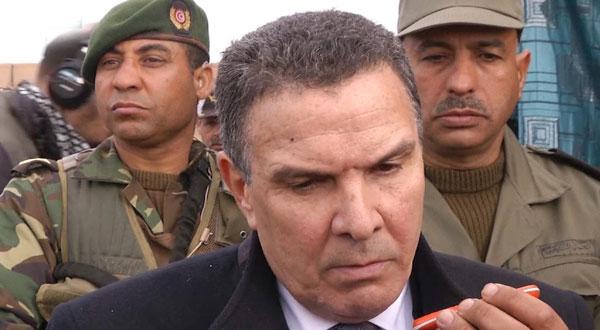 وزير الدفاع يطّلع على جاهزية القوات العسكرية في رمادة