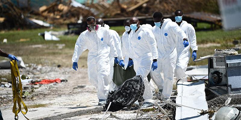 En photos : La dure collecte des morts de l'ouragan Dorian sur l'île d'Abaco
