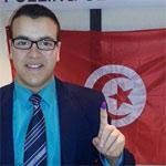 صورة اليوم :أول تونسي يصوت في الإنتخابات الرئاسية للدور الثاني بالخارج