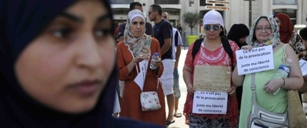 لأول مرة محكمة سويسرية تنصف مسلمةً طُردت بسبب الحجاب.. بماذا حكمت على صاحب العمل؟