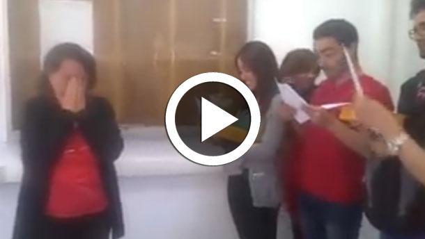En vidéo: des étudiants rendent un magnifique  hommage à leur enseignante qui part en retraite