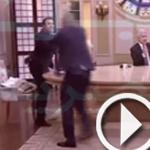 فيديو: اشتباك بالأيدي على الهواء مباشرة