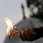 احتجزوا زوجته في المستشفى وبطاقة تعريفه في الصيدلية: مواطن يحاول الانتحار حرقا