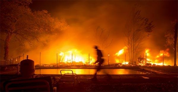 الولايات المتحدة: الحرائق الأسوأ في تاريخ كاليفورنيا تخلف عشرات القتلى