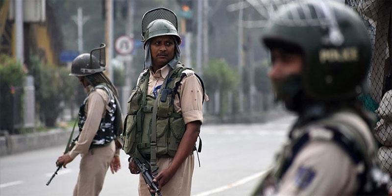 الهند تخفف قيودا أمنية ''شلت '' حياة سكان كشمير