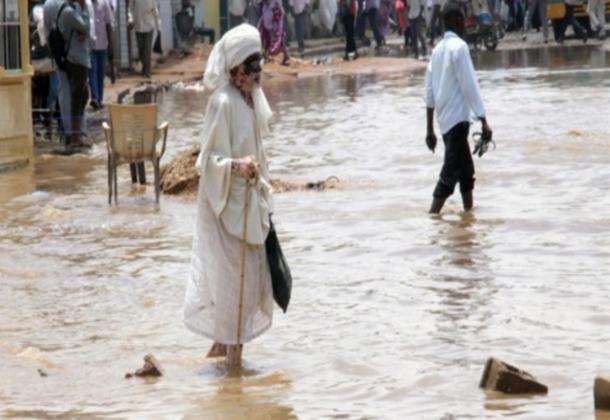 وال سوداني ترك ولايته تعاني الفيضانات ليستمتع بعطلته