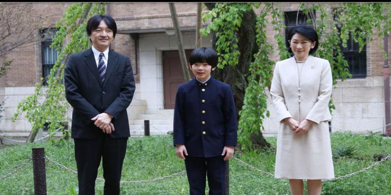 """كي لا ينقطع """"النسل الإمبراطوري"""": ولي عهد اليابان وابنه يسافران على طائرتين منفصلتين"""