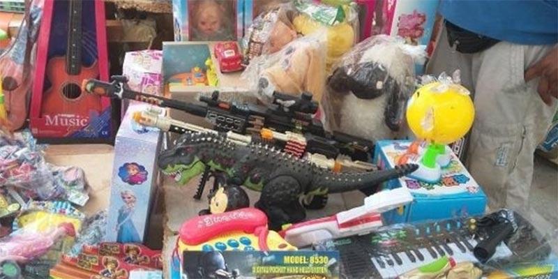 وزارة التجارة تحجز 1000 مسدس ألعاب موجه للبيع وسط العاصمة