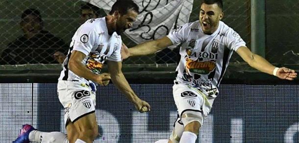 Un joueur argentin avoue avoir utilisé des aiguilles  pour piquer ses adversaires lors d'un match