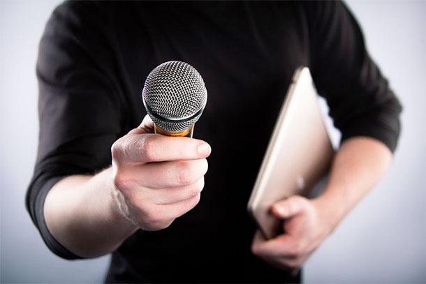 Moins d'agressions contre les journalistes mais plus de restrictions recensées en septembre dernier