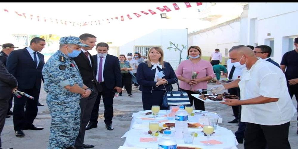وزيرة العدل تشارك أعوان السجون ومودعي السجن المدني بالمنستير فرحة العيد