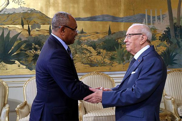 قائد السّبسي يلتقي رئيس  الكنفدرالية الإفريقية لكرة القدم أحمد أحمد