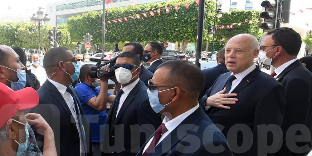 En images : Kais Saied se rend à l'avenue Habib Bourguiba