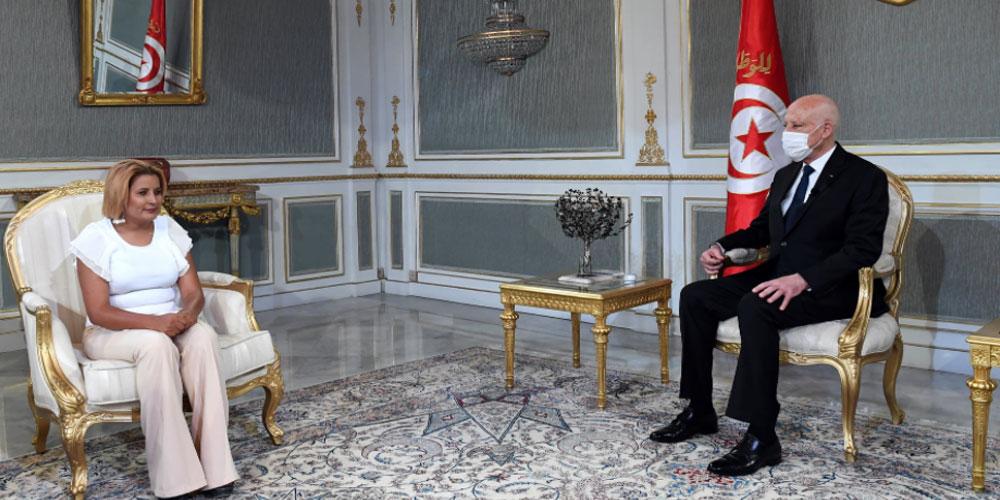 رئيس الجمهورية يستقبل الناشطة بالمجتمع المدني بقفصة زكية لطرش
