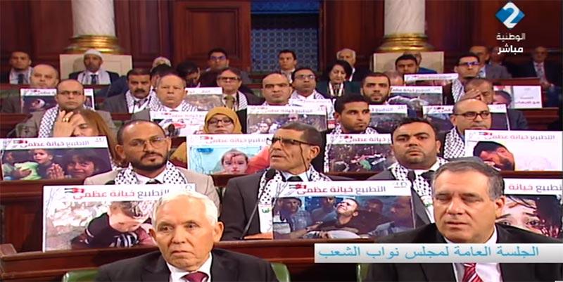صورة اليوم من مجلس النواب: ''التطبيع خيانة عظمى''