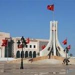 Des barbus, des voilées et des sympathisants du gouvernement manifestent à la Kasbah