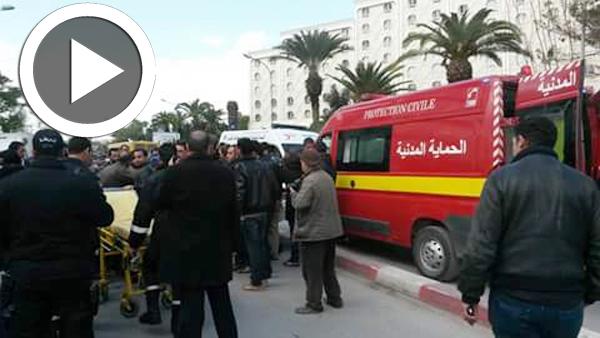 Tension et blessés parmi les diplômés chômeurs de Kasserine devant le ministère de l'emploi