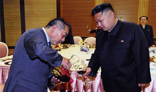 دكتاتور كوريا الشمالية سكّير، يحتسي 10 زجاجات نبيذ بليلة