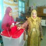 صور..عروس تدلي بصوتها في الانتخابات الرئاسية