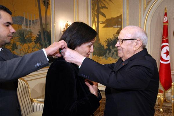 رئيس الجمهورية يوسم وزيرة الثقافة السابقة لطيفة لخضر