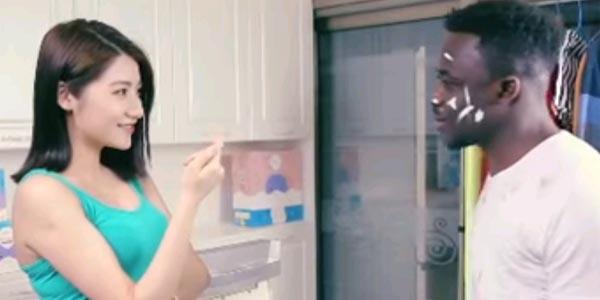 En vidéo : La pub extrêmement raciste d'une marque de lessive