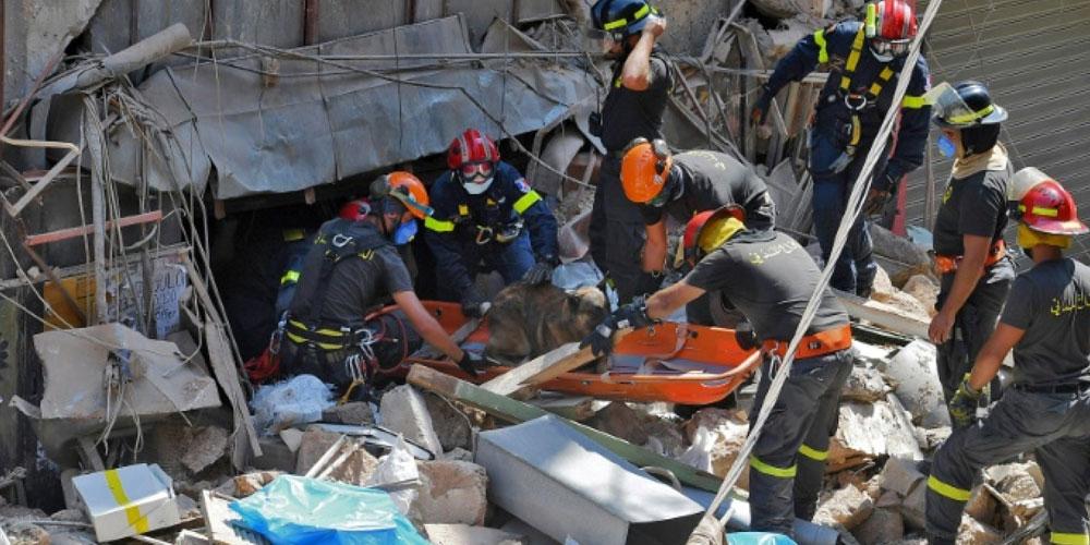 Des secouristes fouillent les décombres du port de Beyrouth, des responsables arrêtés