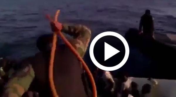 بالفيديو..جلد مهاجرين في عرض البحر على يد خفر سواحل ليبيا