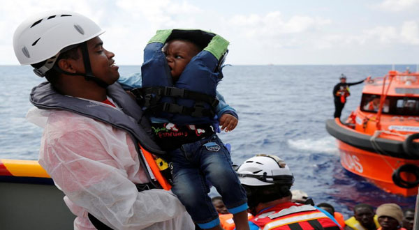 إنقاذ ألف مهاجر قبالة سواحل ليبيا