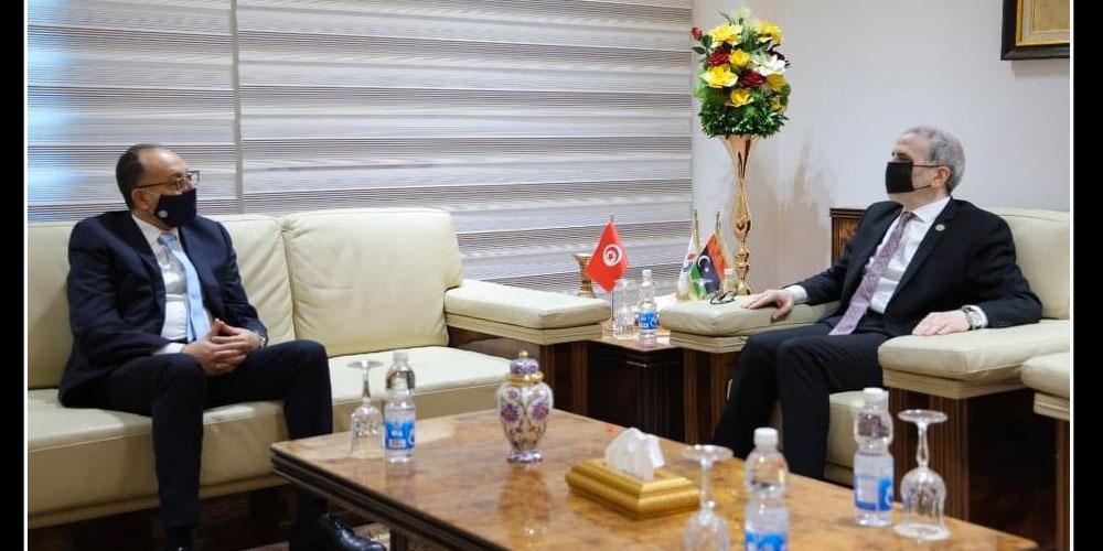 السفير التونسي بليبيا يلتقي رئيس المؤسسة الوطنية للنفط الليبية