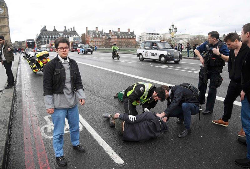 صور من حادثة إطلاق النار قرب البرلمان البريطاني في لندن