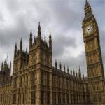 إخلاء إحدى مطارات لندن بسبب حادث كيمياوي