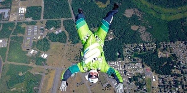 En vidéo : Sans parachute il saute de 7 600 mètres