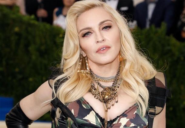 En photos… Madonna au Met Gala 2017 :  Top ou flop sa robe militaire ?