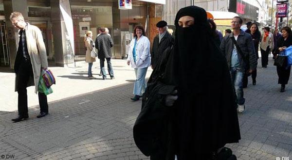 ميركل: النقاب لا يناسب بلدنا