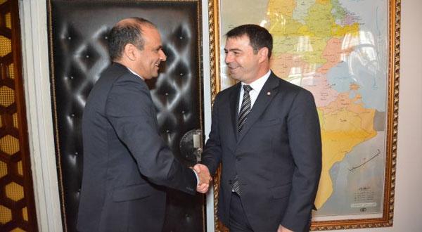 وزير الدّاخلية يستقبل رئيس الجامعة التونسية لكرة القدم