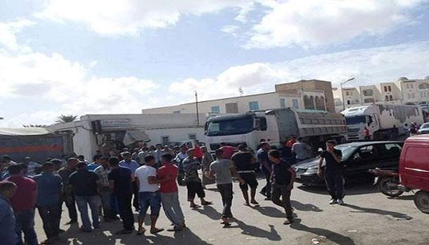 احتجاجا على تجميد الزيادة في الأجور: تجمعات شعبية ضد القرار