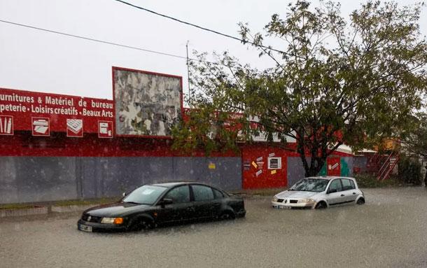 Maria fait 2 morts et 2 disparus en Guadeloupe, s'éloigne de St-Martin et St-Barth