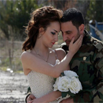 En images: Des photos de mariage prises dans les rues dévastées de Homs