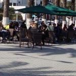En Photos-La Marsa : Quand les cafés squattent les trottoirs en toute impunité