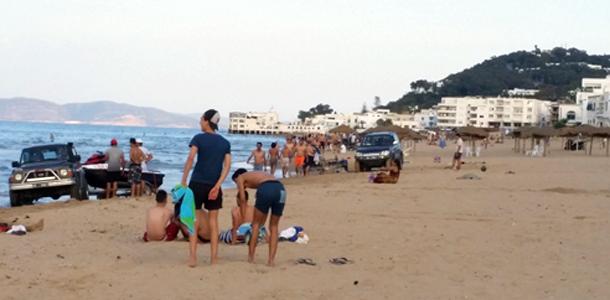 Des voitures et des jet-skis envahissent la plage de la Marsa, où sont les autorités ?