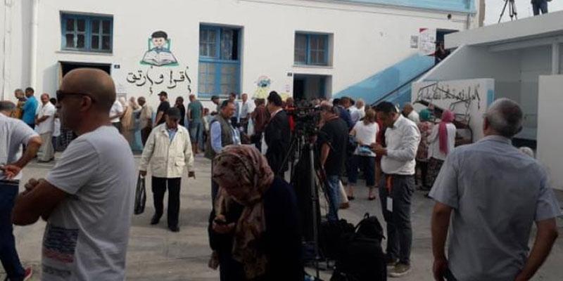 En photos : Des files d'attente à l'école primaire de la Rue de Marseille à Tunis