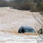 Intempéries : Oued Medjerda menace et les pompiers sauvent une voiture avec ses occupants