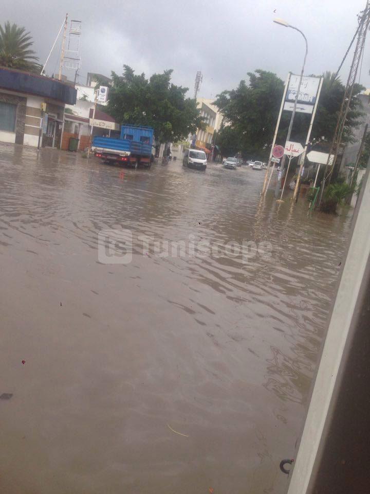 بالصّور : الأمطار تغرق شوارع مدينة مقرين