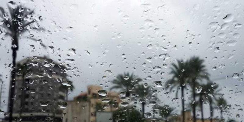 الرصد الجوّي يُحذّر من أمطار غزيرة وانخفاض في درجات الحرارة