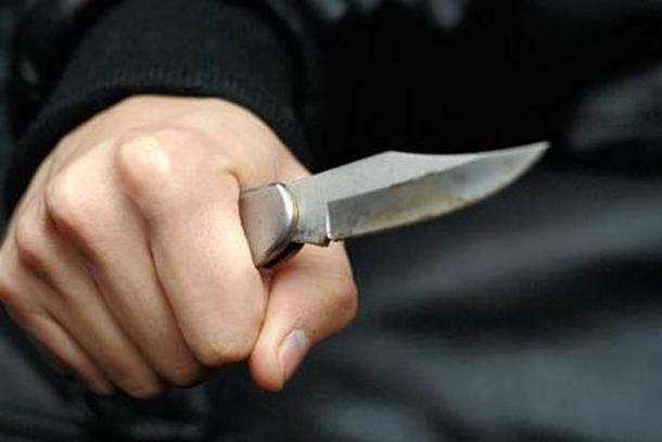 Un jeune homme tué d'un coup de couteau à cause…des sacs en plastique