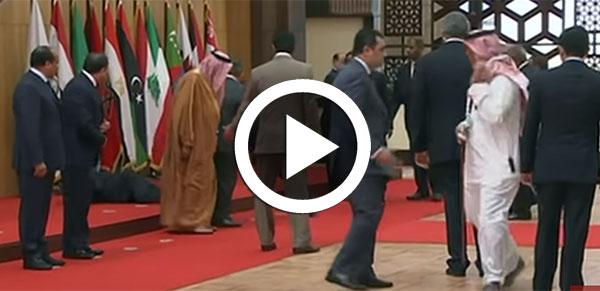 بالفيديو: الرئيس اللبناني يسقط أرضا على مرأى و مسمع باقي الرّؤساء في القمة العربية